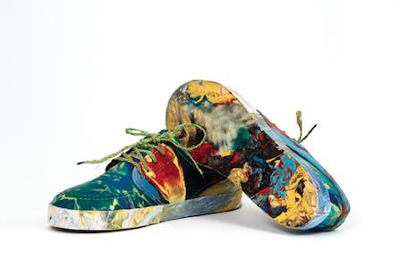 Zapatillas hechas con basura, un producto para pensar en nuestra huella ambiental