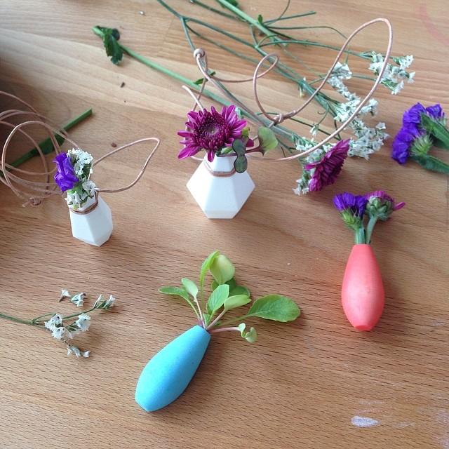 Pequeños maceteros para que lleves contigo las flores día a día