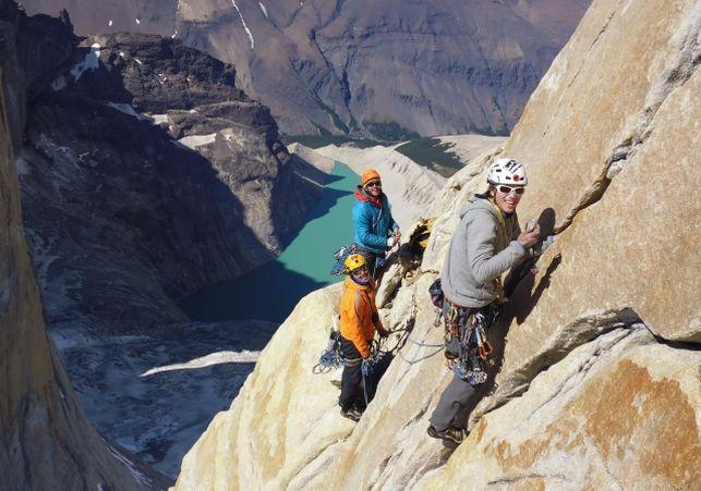 Gran Travesía Chilena, tres jóvenes cumplen su sueño escalando las tres Torres del Paine