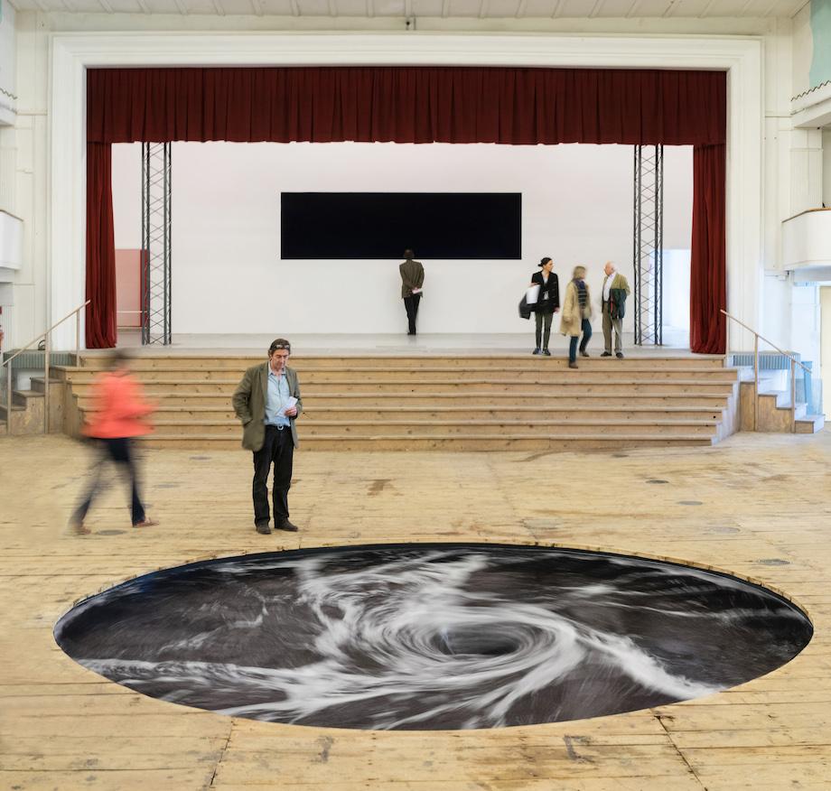 """Perpetual Black Water Whirlpool"" nueva interesante obra del gran Anish Kapoor's expuesta en Italia"