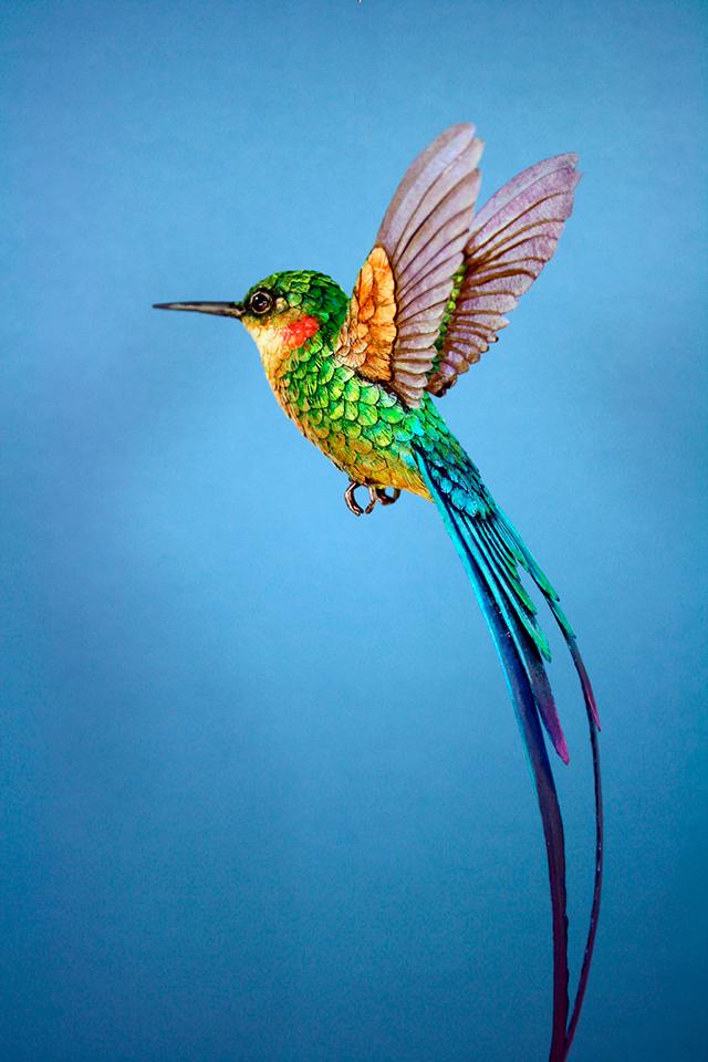 Bellos pájaros de madera y papel