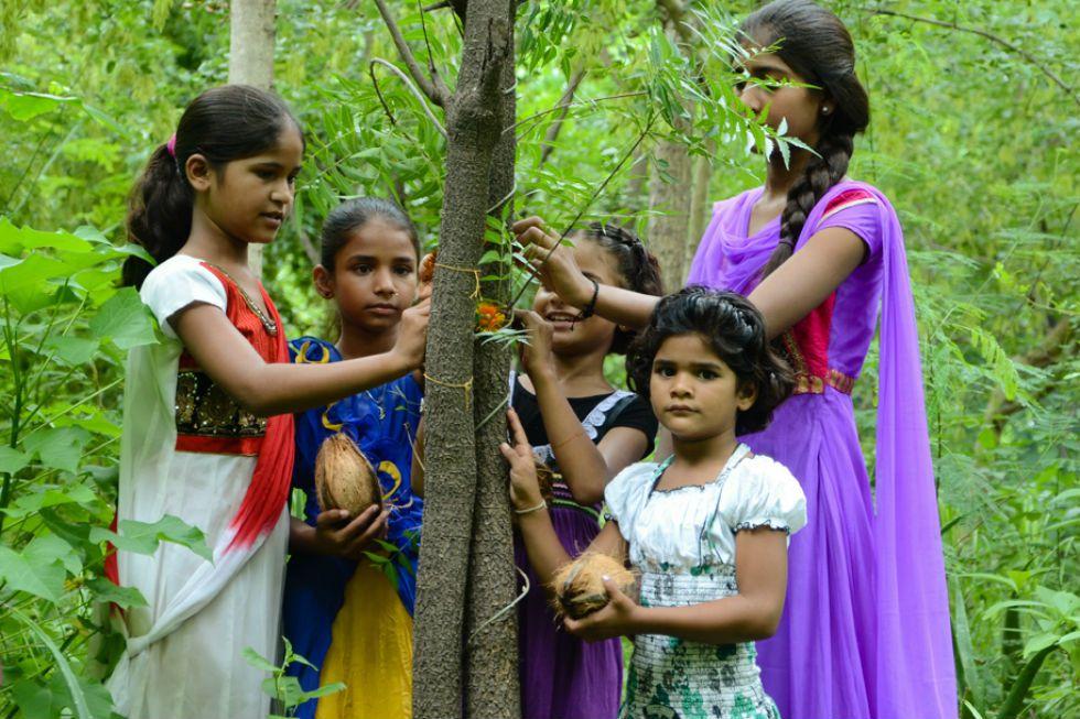 En un pueblo de India cada vez que nace una niña se plantan 111 arboles