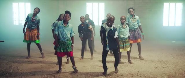 Niños huérfanos de África crean esperanza bailandole a Dios