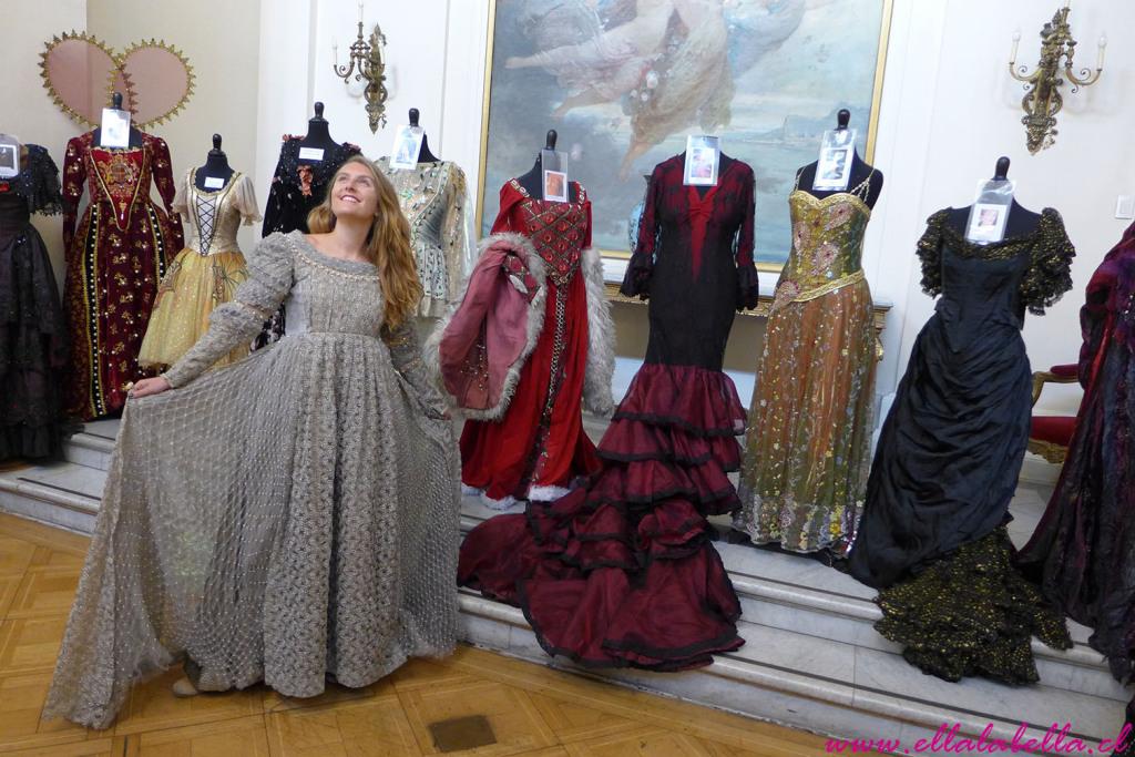 Soñando con las mágicas Operas y Ballets en la venta de Vestuario del Teatro Municipal