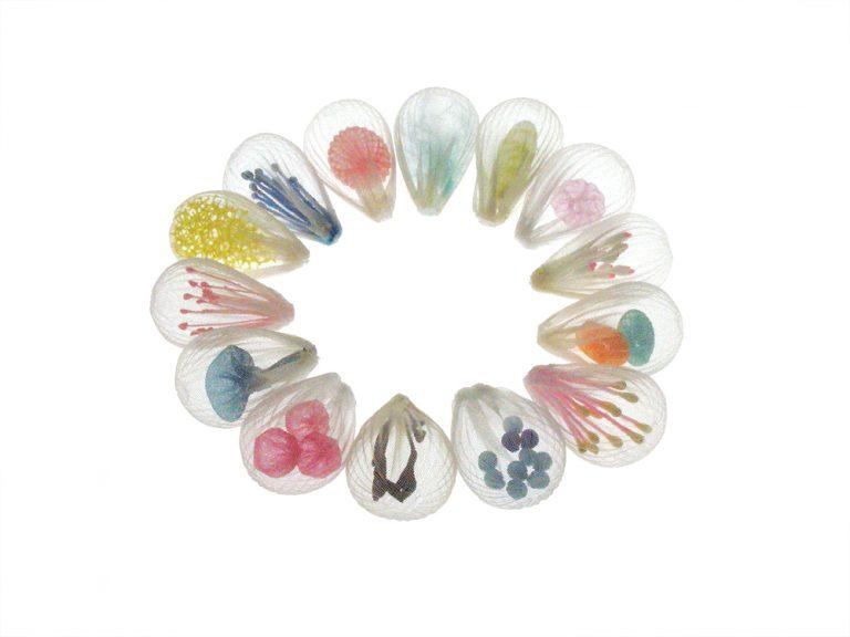 Las delicadas y transparentes joyas inspiradas en el mar de Mariko Kusumoto
