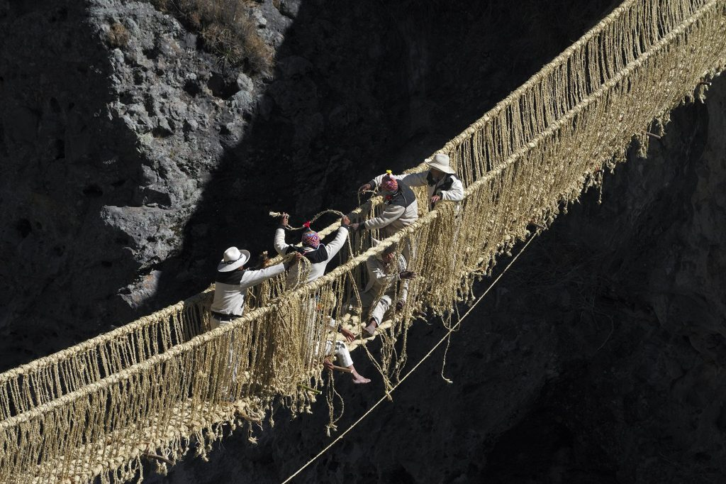 El Q'eswachaka, el último puente inca