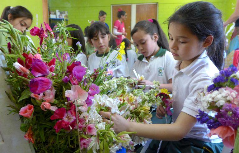 """Taller de coronas de flores con el que nace """"Flores para Todos"""""""