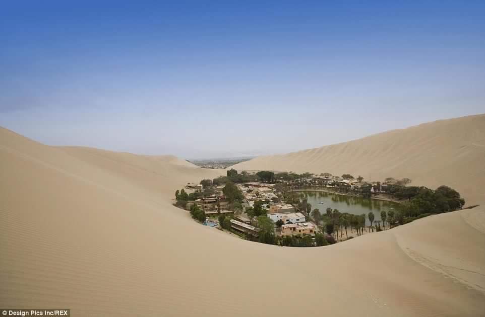 El Increíble Pueblo Oasis que Florece en Medio del Desierto