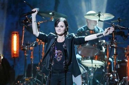 Despedimos a Dolores O'Riordan en su partida con sus mejores canciones
