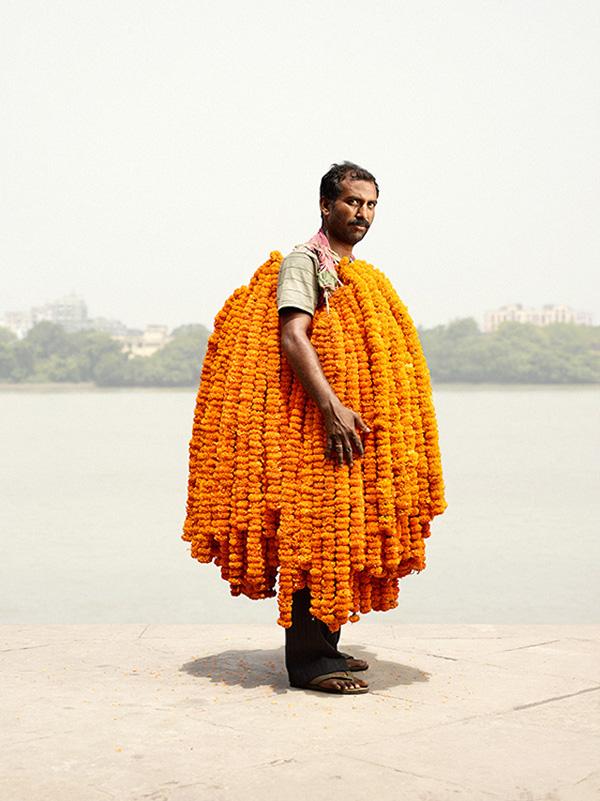 Hombres de Flores,  retratos de vendedores de flores de la India por Ken Hermann