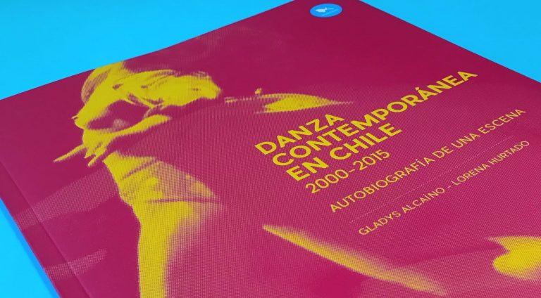 """Libro """"Danza contemporánea en Chile. 2000-2015""""."""