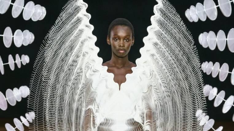 La moda surrealista de Iris van Herpen