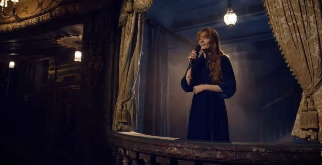 """Florence Welch interpretó el cover de """"Have Yourself a Merry Little Christmas"""" en apoyo a la música  y los que más lo necesitan"""