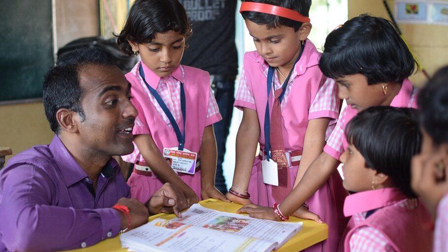 Maestro de la India libera a las niñas del matrimonio infantil, y gana el Premio Nobel de la Educación