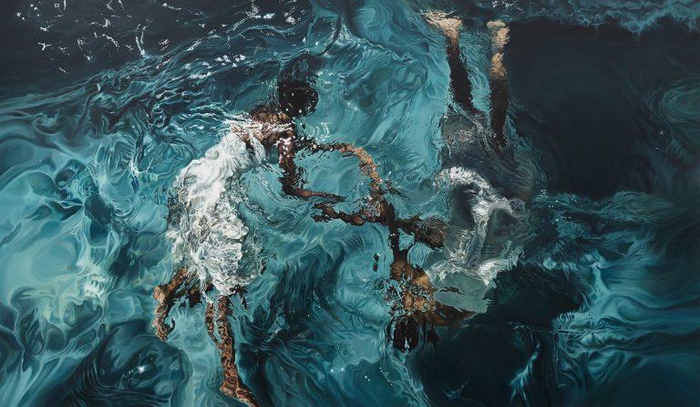 El cuerpo pintado cuando fluye y se mezcla con el agua