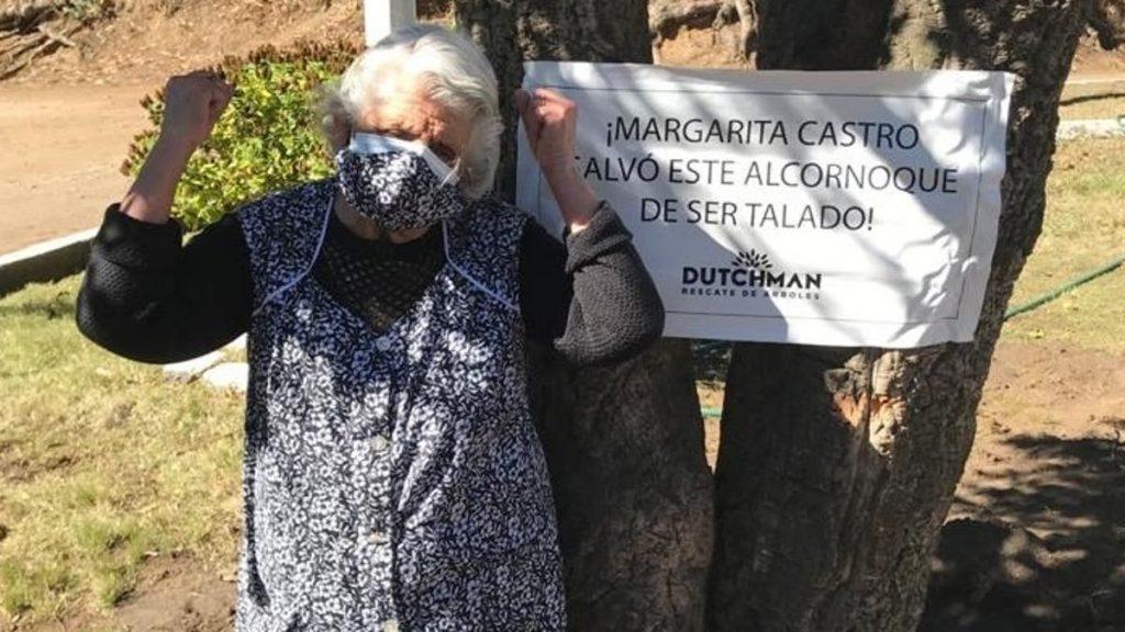 Margarita de 88 años salva alcornoque de ser talado
