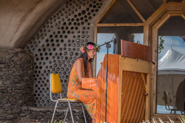 Música chilena Mahani Teave alcanza primer lugar en Billaboard