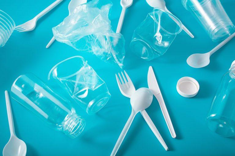 Increíble noticia! Se aprueba ley que prohibirá los plásticos de un solo uso